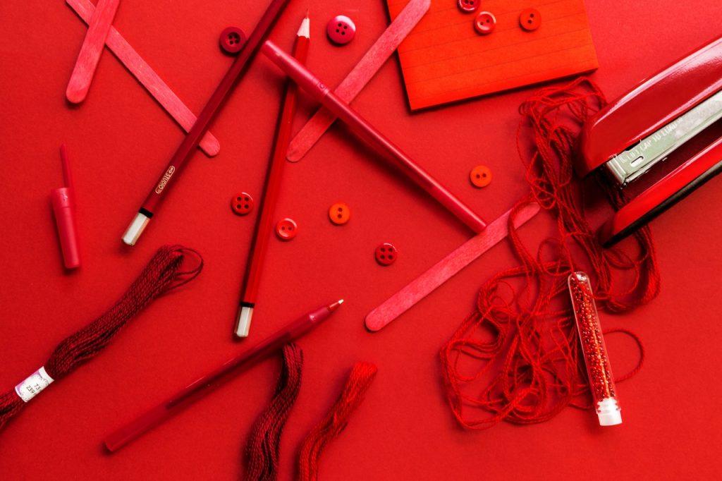 Punaisen värin ominaisuudet