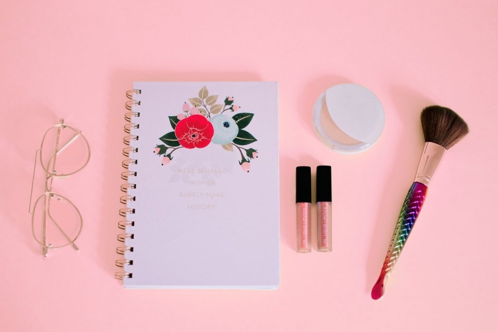 Vaaleanpunaisen värin ominaisuudet
